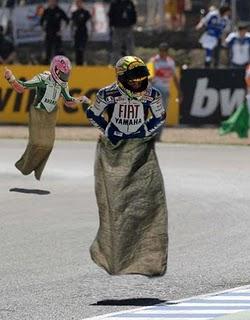 rossi+balap+karung Beginilah Bila Valentino Rossi Balap Di Indonesia