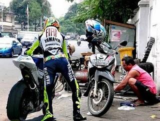 rossi+ke+mortir Beginilah Bila Valentino Rossi Balap Di Indonesia
