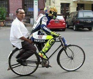 rossi+ngojek Beginilah Bila Valentino Rossi Balap Di Indonesia