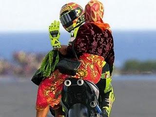 rossi+ngojek+lagi Beginilah Bila Valentino Rossi Balap Di Indonesia